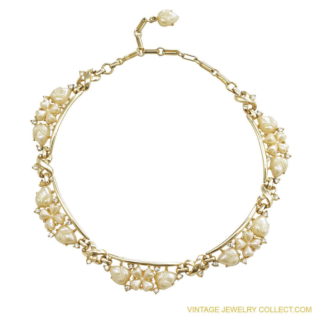 Vintage Coro Thermoplastic Necklace Acorn Clover Motif