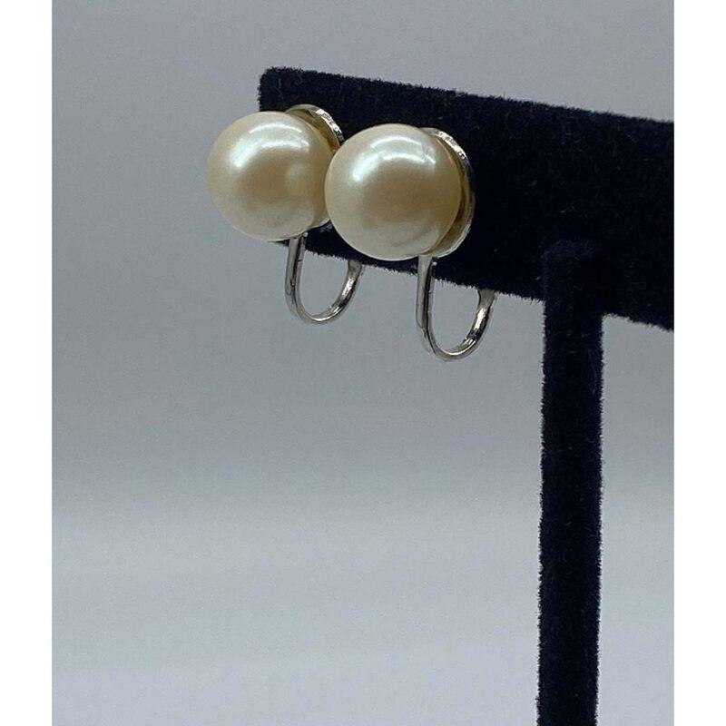 vintage 1960s faux pearl earrings